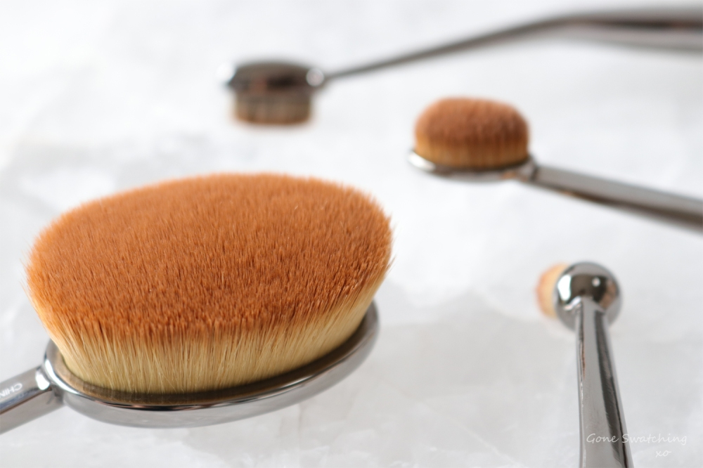 best-natural-makeup-of-2018.-vegan-makeup-brushes.-artis-oval-brush.-gone-swatching-xo