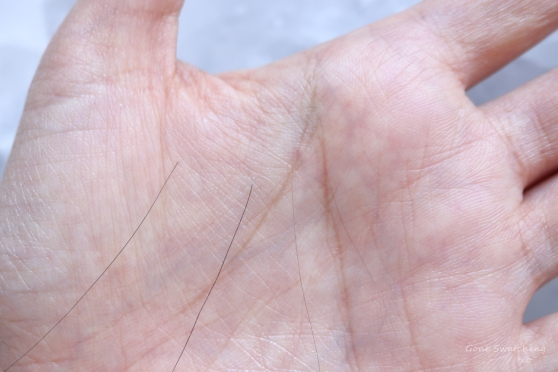How I tell the difference between normal hair shed and hair loss from alopecia areata. Gone Swatching xo