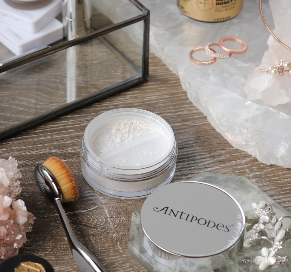 Antipodes Performance Plus Skin-Brightening Mineral Finishing Powder Review. Green Beauty Blogger Gone Swatching xo
