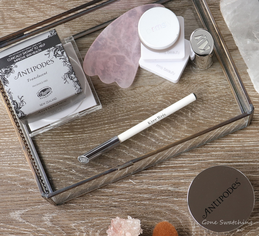 Antipodes Performance Plus Skin-Brightening Mineral Finishing Powder Review. Vinanza Grape & Kiwifuit Extract. Australian Green Beauty Blogger Gone Swatching xo